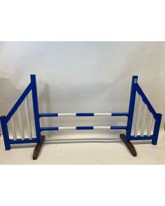 Obstacle bleu (ouvert) avec deux barres de saut et 4 supports de suspension